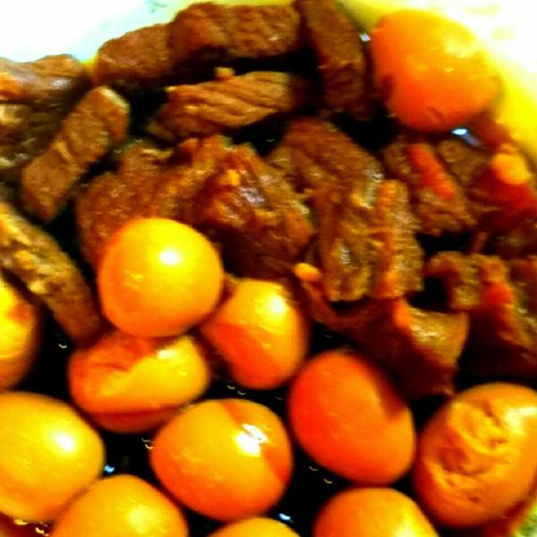 满桌的鹌鹑的牛肉美食骨架蛋酱香的照排成果学习做法直接睡图片