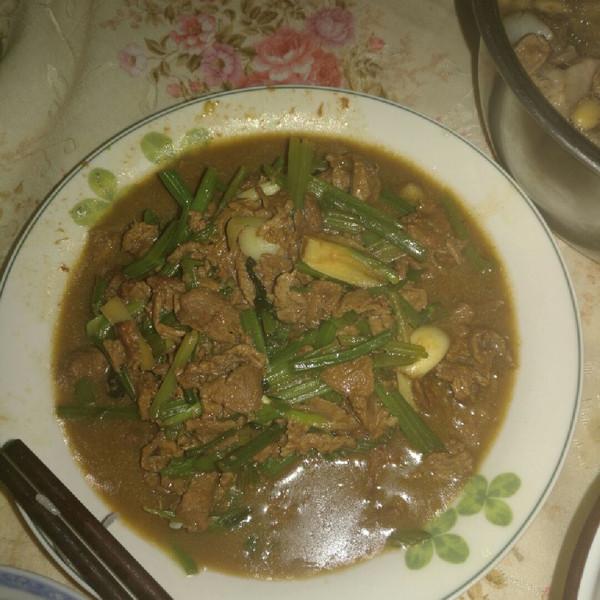 沙漠里的鱼68的食谱炒牛肉#嗨Milk出山芹菜#怎样炖牛尾巴骨图片