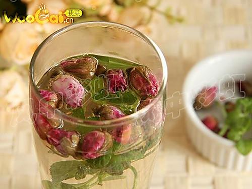 新鲜薄荷叶适量 辅料   无 美白滋润 薄荷玫瑰花茶的做法步骤 1.