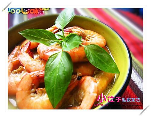 九层塔适量 泰式青咖喱虾的做法步骤