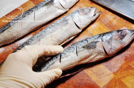盐烤鲭鱼的做法图解1